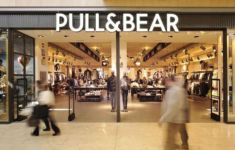 Fachada de una tienda de Pull&Bear.