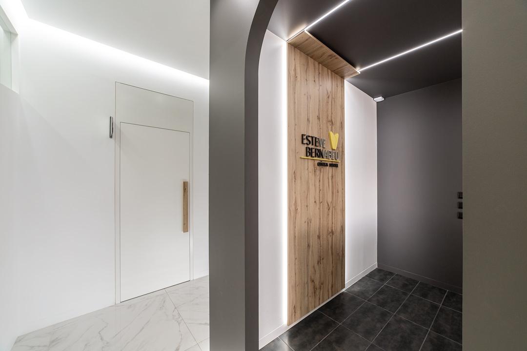 Vista de los pasillos de la Clínica Dental Esteve Bernabéu