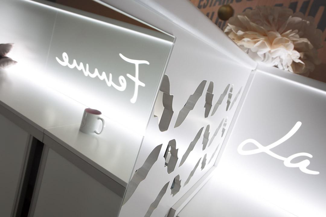 Detalle de los elementos corporativos de La Femme.
