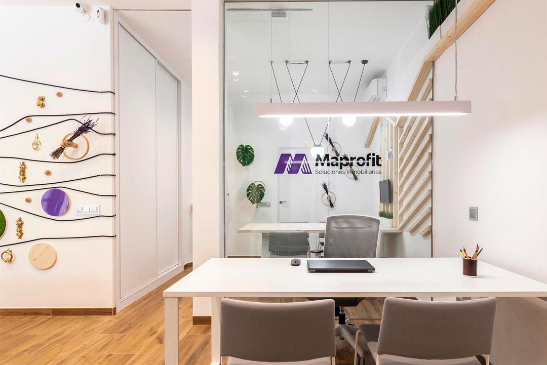 Entrada a la empresa Soluciones Inmobiliaria MAPROFIT de Madrid.