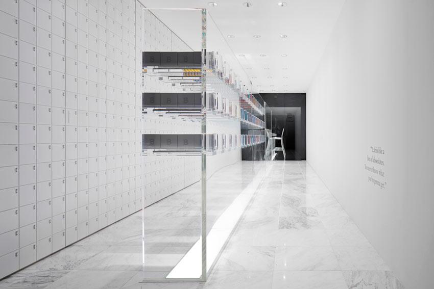 Interior y disposición de los pasillos de una chocolatería.