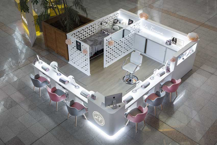 """Vista general del stand de belleza """"La Femme"""" ubicado en el Centro Comercial L'Aljub de Elche."""