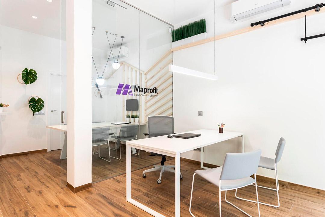 Zona de recepción de la empresa Soluciones Inmobiliaria MAPROFIT de Madrid.