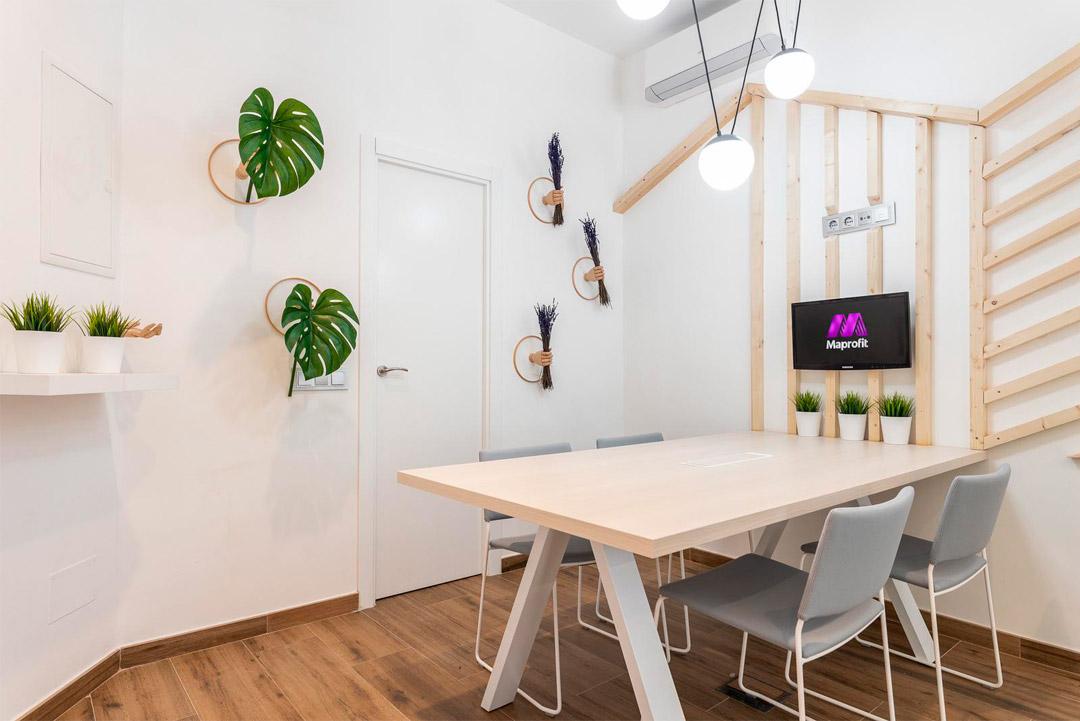 Sala de reuniones de la empresa Soluciones Inmobiliaria MAPROFIT de Madrid.
