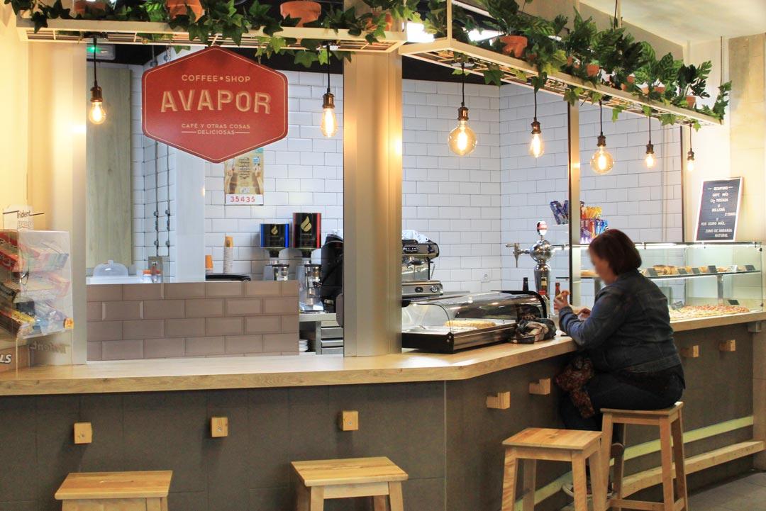 Vista general de la cafetería Avapor.