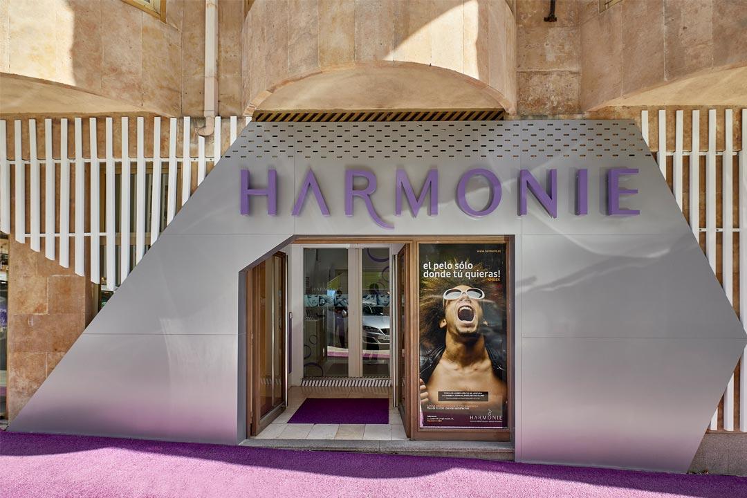 Zona de acceso de la Clínica de Medicina Estética Harmonie ubicada en Salamanca