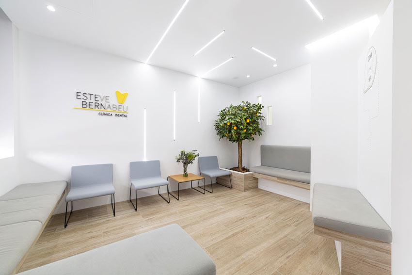 Sala de espera Clínica Dental Esteve Bernabéu ubicada en Petrer(Alicante).