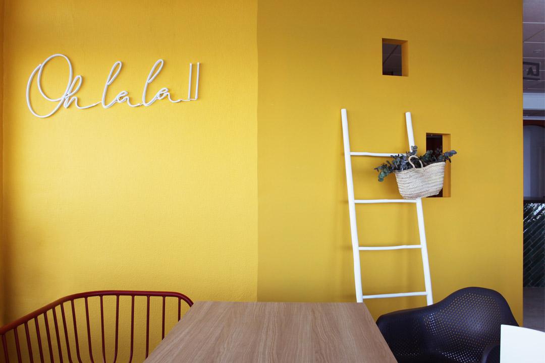 Detalle de los neones del Restaurante Pizzería La Mesita
