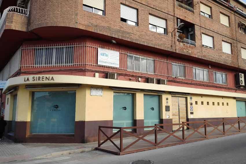 Estado inicial de la fachada del Restaurante La Sirena, ubicado en Petrer(Alicante).