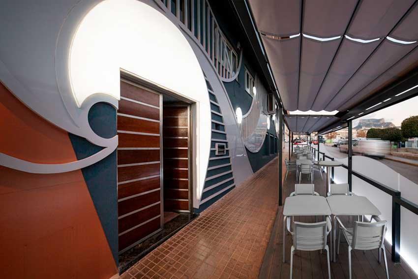 Terraza de la nueva fachada del Restaurante La Sirena.