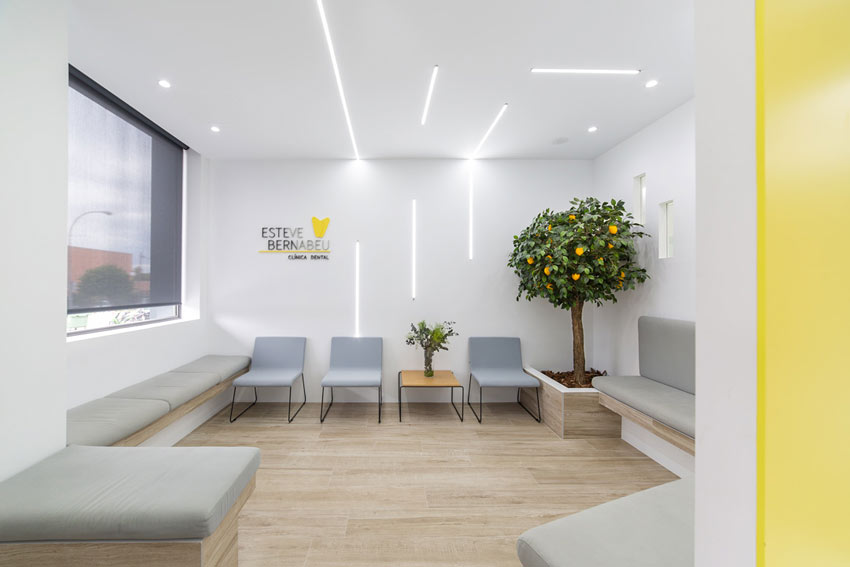 Sala de espera de la Clínica Dental Esteve Bernabéu ubicada en Petrer(Alicante).