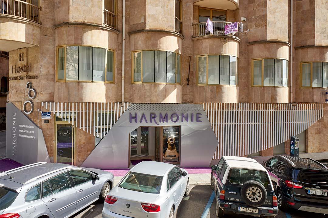Vista general de la fachada de la Clínica de Medicina Estética Harmonie ubicada en Salamanca